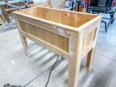 DIY raised planter box for $50 Large Planter Boxes, Planter Box With Trellis, Raised Planter Boxes, Diy Planter Box, Large Planters, Diy Planters, Cool Diy Projects, Outdoor Projects, Wood Projects
