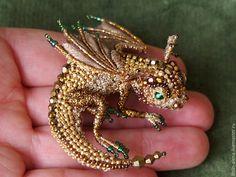 """Beaded brooch Dragon Goldy / Искусная вещь! Вышитая брошь """"Дракончик Голди"""" — работа дня на Ярмарке Мастеров.  Узнать цену и купить: http://www.livemaster.ru/litvin-alena"""