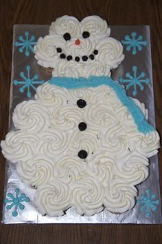 Snowman Cupcake Cake...cute for Xmas - you could even ice them green and stack them in a triangular tree shape!
