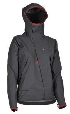 Allgron Jacket / アルグロン・ジャケット  クレッタルムーセンを代表するウォータープルーフジャケット。ソフト感があるストレッチ素材で肌触りも抜群で透湿性に優れています。 身体のラインに添うような細身のカッティングで、アウトドアシーンでの身体の様々な動きに追従するような設計がされています。斜めに走るアシンメトリックのフロントダブルジップを採用し、 内外面にストームフラップを装備して防風性を高めています。 縫製部分にはシームテープで補強。 スリーブエンドには片手でも調整可能なストレッチドローコード・アジャスターを装備。 負担のかかりやすいひじから袖部分には、伸縮性と耐久性に優れたコーティングで補強。 脇下にベンチレーションジップを装備。 ホイッスル、コンパス、Recco®(雪崩救助システム)、スキーパスポケットを装備。