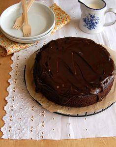 Bolo de chocolate, banana e coco