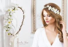 40 Beautiful Unique Hairstyles Long Hair Banana 40 Beautiful Unique Hairstyles Long Hair Banana Page Contents 1 hairstyles long hair banana ideas 2 How To Style Trend Hairstyle Space Buns… Flower Crown Wedding, Bridal Flowers, Flowers In Hair, Crown Flower, Bridal Crown, Floral Garland, Flower Garlands, Unique Hairstyles, Bride Hairstyles