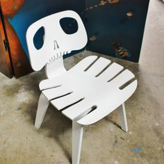 10 Unusual Skeleton and Skull Themed Chairs - Cube Breaker