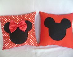 almofada minnie e mickey ( PROMOÇÃO) Cute Pillows, Diy Pillows, Decorative Pillows, Throw Pillows, Cushions, Hobbies And Crafts, Diy And Crafts, Sewing Crafts, Sewing Projects