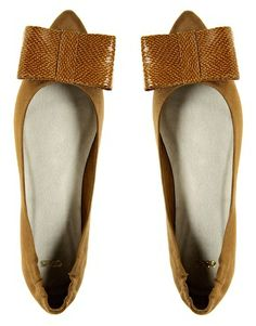 double bow point ballerina flats via glitter guide - need for fall Crazy Shoes, Me Too Shoes, Fab Shoes, Ballerina Flats, Ballet Flats, Cute Bows, Big Bows, Shoe Boots, Shoe Bag