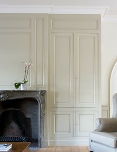 Living room Painted paneling and cabinetry Lefèvre Interiors www.lefevre.be Photo credit Jo Pauwels