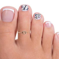 This dainty little toe ring has a thin band and knot. Non-tarnish gold filled (not plated). Also available in rose gold filled. Please choose at checkout.Thank you for viewing. We look forward to serving you! Pretty Toe Nails, Cute Toe Nails, Fun Nails, Pedicure Nail Art, Toe Nail Art, Pedicure Ideas, Summer Pedicure Designs, Pedicure Colors, Toe Ring Designs