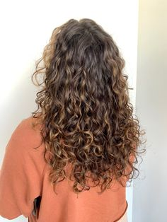 Long Layered Curly Hair, Dyed Curly Hair, Colored Curly Hair, Curly Hair Tips, Curly Hair Styles, Brown Curly Hair, Layers For Curly Hair, Curly Haircuts With Layers, Curly Girl