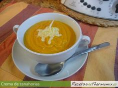 La crema de zanahoria es un plato sano y ligero, que podemos preparar para una cena ligera o para acompañar un segundo plato. En 30 minutos, tenemos una deliciosa crema de zanahoria con thermomix para 4 personas.