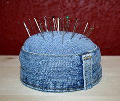 36 ideas para reciclar jeans o ropa vaquera - Diy Jeans, Sewing Jeans, Bag Sewing, Jean Crafts, Denim Crafts, Artisanats Denim, Denim Purse, Jean Diy, Denim Ideas