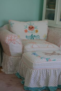 Custom Slipcovers by Shelley: Vintage Chenille Bedspread Slipcovers. reminds me of my mawmaws house when i was a kid. she had lots of chenille bedspreads. i liked them because they were fuzzy! Shabby Chic Cottage, Shabby Chic Homes, Shabby Chic Decor, Romantic Cottage, Cottage Style, Futons, Shabby Vintage, Vintage Decor, Victorian Decor