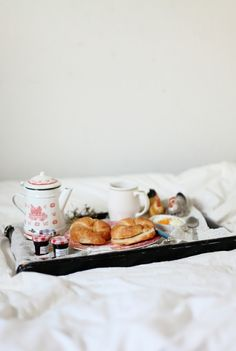 i would love to wake up to this breakfast in bed