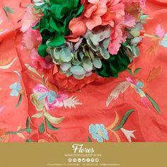 💐💃 ¡Ponnos a prueba! Encuentra todos los colores en #BlancoAzahar para tus #FloresDeFlamenca. Llena de color tu #Fería, con nuestros #mantones y #ramilletes.    #Sevilla #Flores #FeriaDeAbril #ModaFlamenca #FloresDeFlamenca #Verde #Rojo #Naranja #Moda #Flamenca Red Green, Orange, Nosegay, Orange Blossom, Flamingo, Sevilla, Colors