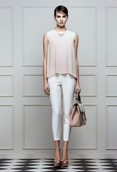 pudra bluz, beyaz pantolon, powder pink blouse, white pants