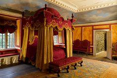 Avebury manor  royal bedroom