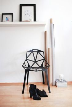 Family One Chair von Magis. Konstantin Grcic ist in aller Munde: Jedes seiner… Cool Chairs, Side Chairs, Chair One, Interior Styling, Interior Design, Eames Chairs, Dining Chairs, Just Relax, Decoration
