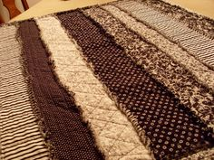 Home Sweet Home: Jennifer's Rag Quilt  Good ideas for quilting on the long strips