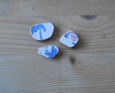 Genuine Sea pottery#jewelry supplies#white blue pink beach pottery#art#crafts#collectible#DIY project#  3 pieces    Lotto236 di lepropostedimari su Etsy