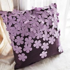 43 new Ideas for almofadas patchwork feltro Cushion Cover Designs, Pillow Cover Design, Decorative Pillow Covers, Cushion Covers, Felt Flower Pillow, Felt Pillow, Sewing Pillows, Diy Pillows, Cushions