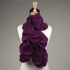 Such a cute scarf, wonder if I could make it...Looks like two circles sewn together at the middle out (so only half of each circle touches) and the other half is sewn to a different circle and on and on to make a flower, then sew the flowers together.