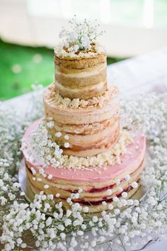 naked cake surrounded by babes breath LOVE it