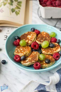 Placuszki bananowo-kokosowe Healthy Starters, Polish Recipes, Polish Food, Fruit Salad, Feel Better, Smoothies, Oatmeal, Healthy Eating, Healthy Food