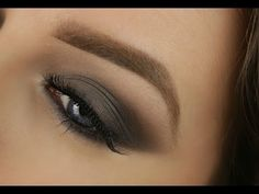 A smokey eye in dark purple and gold, made with Urban Decay's naked SMOKY. Products: Urban decay naked smoky palett Loreal super slim eyeliner Estee lauder s. Urban Decay Makeup, Urban Decay Smokey Palette, Urban Decay Smoky, Smoky Palette, Naked Palette, Grey Smoky Eye, Smokey Eye For Brown Eyes, Easy Smokey Eye, Smoky Eye Makeup