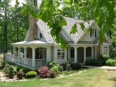 Cottage home plans, cottage home exteriors, bungalow cottage house plans, f Cozy Cottage, Cottage Homes, Cottage Farmhouse, Lake Cottage, Waterfront Cottage, Style At Home, Cute House, Tiny House, Cute Little Houses