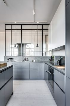 Grey kitchen ideas brings an excellent breakthrough idea in designing our kitchen. Grey kitchen color will make our kitchen look expensive and luxury. Grey Kitchens, Interior, Kitchen Plans, Modern Kitchen, Modern Grey Kitchen, Home Kitchens, Kitchen Style, Kitchen Renovation, Kitchen Design