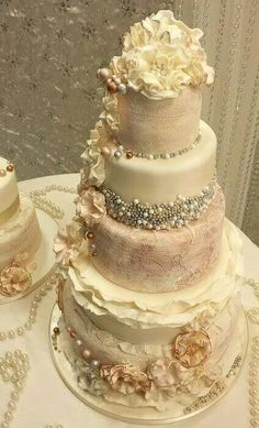 Gold Wedding Cakes Ruffle an Pearl Vintage Wedding Cakes.omg amber love this for y'all! - Need wedding cake ideas? We got you covered with over 100 unique, simple, elegant, and beautiful wedding cake design inspirations. Gorgeous Cakes, Pretty Cakes, Amazing Wedding Cakes, Amazing Cakes, Perfect Wedding, Dream Wedding, Gold Wedding, Trendy Wedding, Elegant Wedding