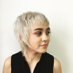Tapered Pixie with Long Bangs - Pixie Haircuts With Bangs – 50 Terrific Tapers - The Trending Hairstyle Very Short Bangs, Pixie Cut With Bangs, Long Bangs, Pixie Cuts, Haircuts With Bangs, Funky Hairstyles, Trending Hairstyles, Straight Hairstyles, Short Hair Dont Care