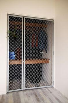 Loft Interiors, Brick Design, Metal Mesh, Building Materials, Home Bedroom, Windows And Doors, Home Renovation, Industrial Style, Toolbox Ideas