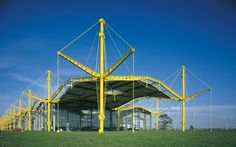 Next in our high-tech architecture series is Norman Foster's Renault Distribution Centre in Swindon, one of the most expressive and distinctive examples of the style.Completed in 1982 by Foster … Norman Foster, Types Of Architecture, Architecture Details, Modern Architecture, Tectonic Architecture, Richard Rogers, Architects Journal, Airport Design, Foster Partners
