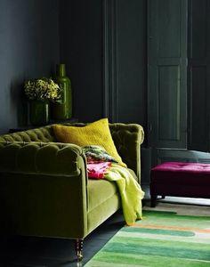 Living room dark green sofa velvet couch 30 Ideas for 2019 Green Velvet Sofa, Purple Velvet, Velvet Chairs, Sweet Home, Interior Desing, Interior Inspiration, Modern Interior, Room Inspiration, Cosy Interior