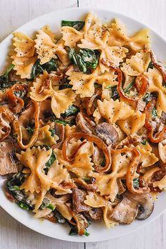 Creamy Bow Tie Pasta with Spinach, Mushrooms, and Caramelized Onions. This simple meatless Italian dinner is pure comfort food! The bow-tie shaped pasta is perfectly matched with rich and buttery Parmesan sauce! Spinach Mushroom Pasta, Spinach Stuffed Mushrooms, Pasta With Spinach, Spinach Pasta Recipes, Creamy Mushrooms, Tasty Pasta Recipes, Spinach Meals, Pasta With Onions, Healthy Pasta Dishes