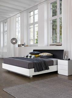Bett und Nachttisch mit Leder Kopfteil #schlafen #sleeping #mab #mabmöbel #möbel #furniture #interiordesign #designinspiration #designlife #swissmade #muotathal #swissness #möbelschweiz #swissquality #nachhaltigkeit #ächtmuotathal Outdoor Furniture, Outdoor Decor, Projects, Home Decor, Bedside Desk, Bed, Wood, Leather, Garden Furniture Outlet