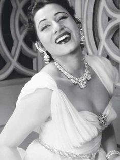 Born Mumtaz Jehan Begum Dehlavi, Indian film actress Madhubala appeared in classic films of Hindi cinema from between 1942 and Beautiful Bollywood Actress, Most Beautiful Indian Actress, Beautiful Actresses, Beautiful Models, Beautiful Women, Indian Film Actress, Indian Actresses, Jasmine Costume, Bollywood Photos