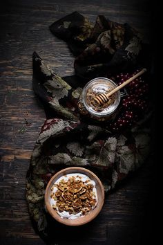 Oatgasm: Rosmarin, Honig, Walnuss und getrockneten Feigen Granola