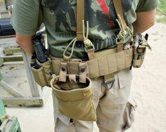 Battle belt with suspenders. Cool Tactical Gear, Tactical Life, Tactical Belt, Tactical Equipment, Tactical Clothing, Tactical Survival, Tactical Knives, War Belt, Battle Belt