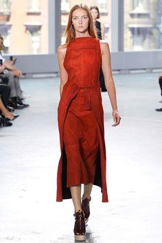 De la elegancia de la camisa a la sensualidad del vestido rojo, estos básicos no podrán faltar en tu guardarropa.