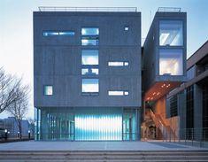 도로에서본 북이십일사옥 야경/방철린 Book21 HQ Office bldg.  desgned by Bang, Chulrin /Achitect Group CAAN