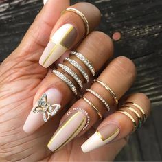 Nail art using polish by the brand Pear Nova. Click above to learn about more up and coming beauty brands you should try. #nails #naildesigns #nailideas