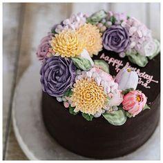 """Double flower wreath buttercream cake """
