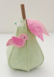 felt-pear-tutorial-by-molly-and-mama