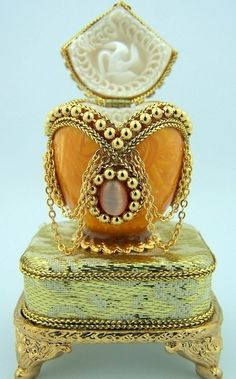 Authentic pigeon Musical jewelry Box