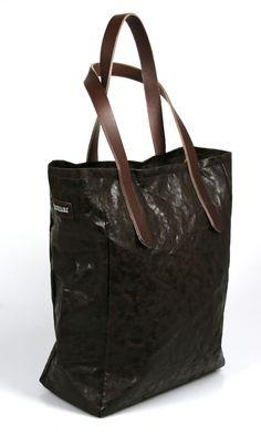 #ShineBag in caffe von #Uashmama glänzende Handtasche cool und funktional  | Gefunden hier im #KONTOR1710