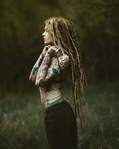 Creative and unique female pictures with dreadlocks on photo - Hair Style Girl Tattoo Girls, Girl Tattoos, Tatoos, Dreadlock Hairstyles, Cool Hairstyles, Dreadlocks Girl, Beautiful Dreadlocks, Female Pictures, Female Images