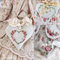 Кто б мою одежду украсил вышивкой?)... #embroidery #crossstitch #вышивка #рококо #тильда #одеждадлякукол #tilda