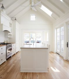 Luxurious English Farmhouse Design in Small Design: Striking New England Farmhouse Interior Modern Kitchen Design