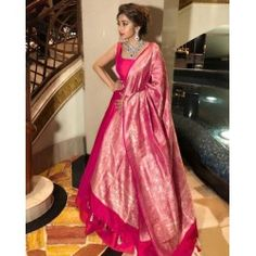 Anarkali gown with Heavy Banarasi Dupatta : Pink Anarkali . Anarkali Gown, Saree Dress, White Anarkali, Bandhani Dress, Anarkali Suits, Indian Wedding Outfits, Indian Outfits, Mode Bollywood, Indowestern Gowns